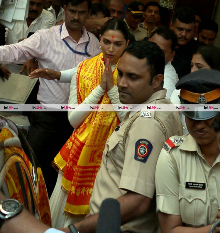 Deepika Padukone greeting the fans outside Siddhivinayak Temple