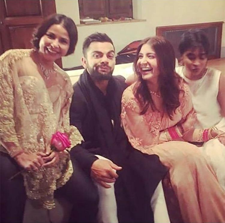 Virat Kohli and Anushka Sharma look super cute in this pic