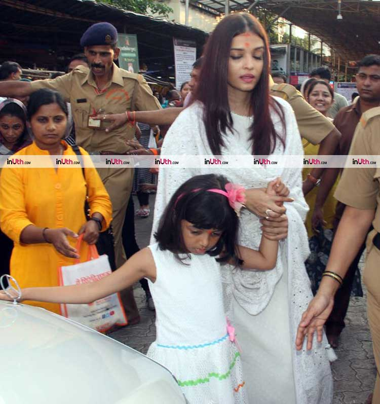 Aishwarya Rai spotted at Siddhivinayak temple on her birthday eve