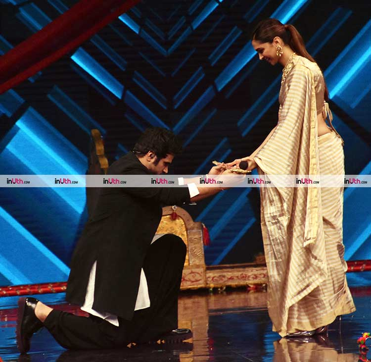 Super Dancer 2 host Rithvik Dhanjani with Padmavati star Deepika Padukone