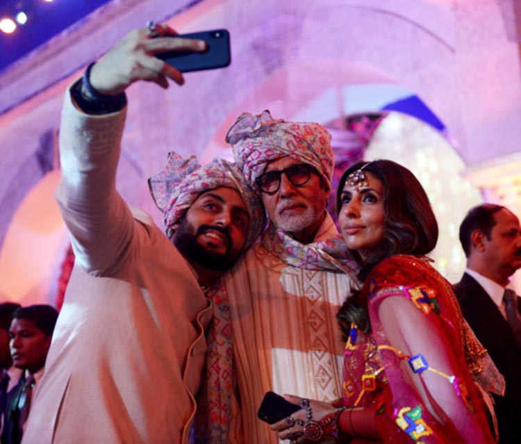 Amitabh Bachchan posing for a selfie with his kids