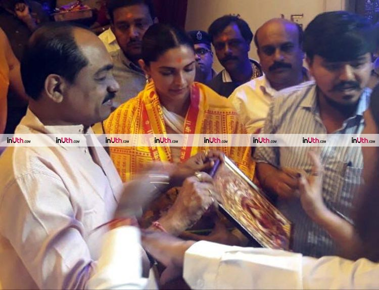 Deepika Padukone seeking blessings at Siddhivinayak temple