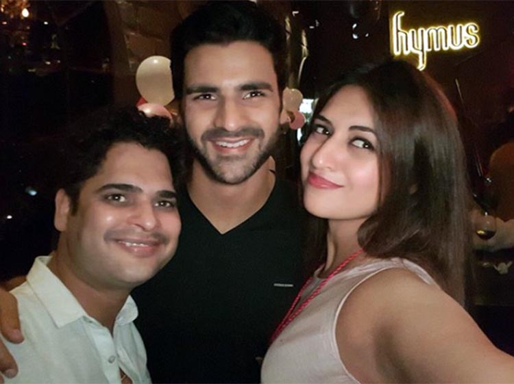 Divyanka Tripathi and Vivek Dahiya with Aaryan Kakkar