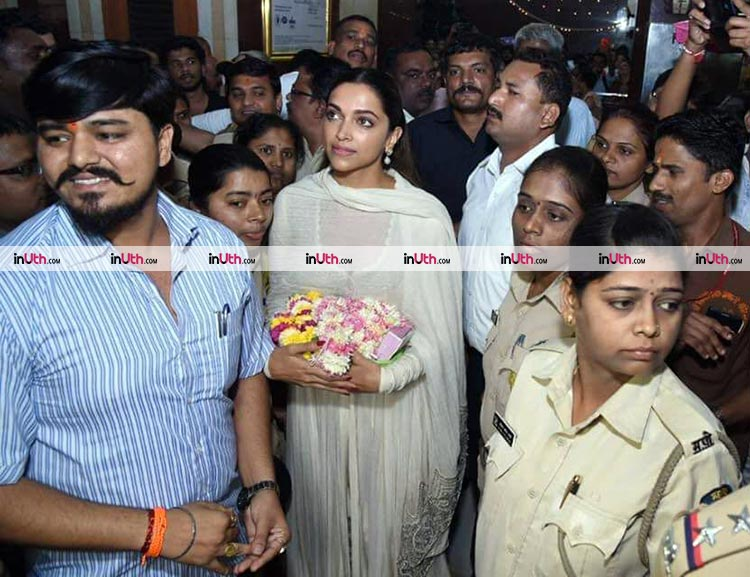 Deepika Padukone in Anamika Khanna at Siddhivinayak temple