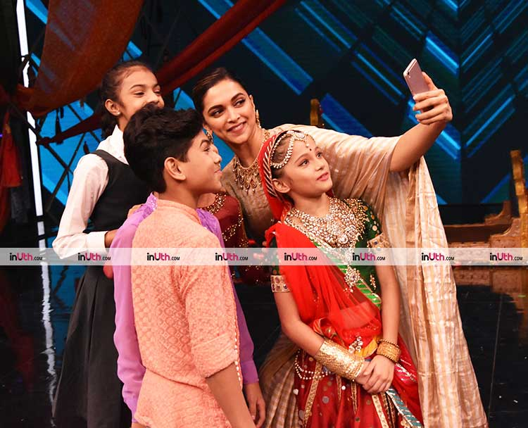 Padmavati star Deepika Padukone clicking a selfie with Super Dancers
