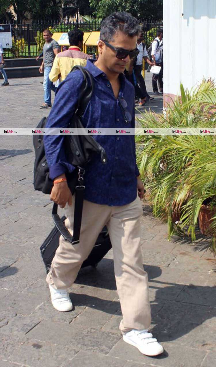 Vikram Phadnis at Gateway of India leaving for Shah Rukh Khan's birthday bash