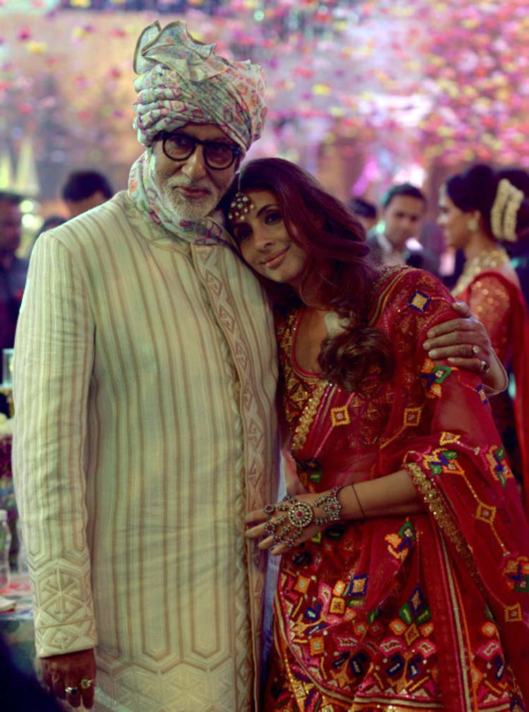 Shweta Nanda and Amitabh Bachchan snapped at a family wedding
