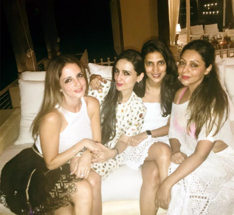 Sussanne and Gauri Khan at Shah Rukh Khan's birthday party