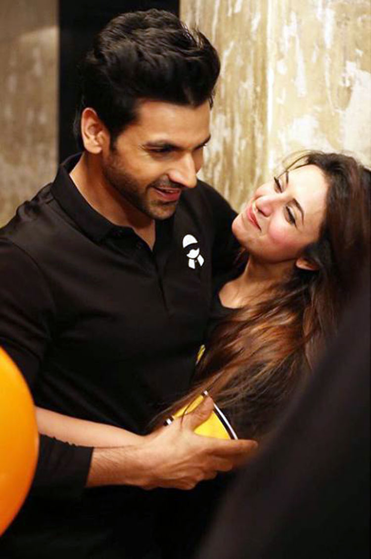 Vivek Dahiya and Divyanka Tripathi's romantic photo