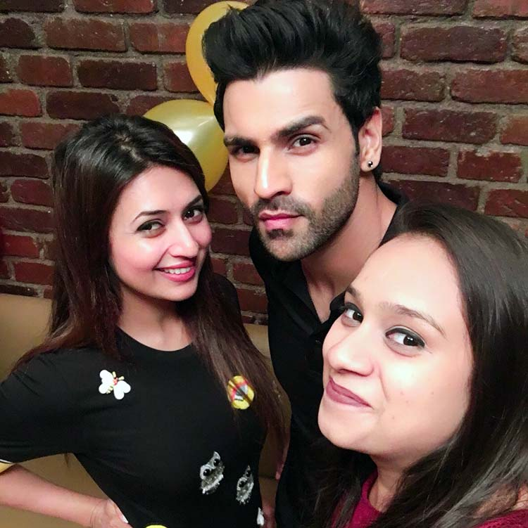 Divyanka Tripathi and Vivek Dahiya in a celebratory mood