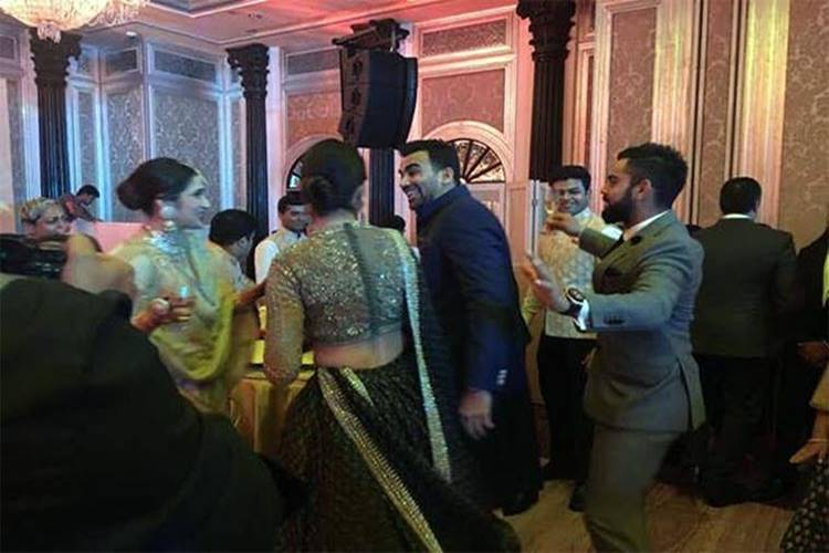 Virat Kohli, Anushka Sharma dance their hearts out at Zaheer Khan, Sagarika Ghatge's wedding reception — WATCH