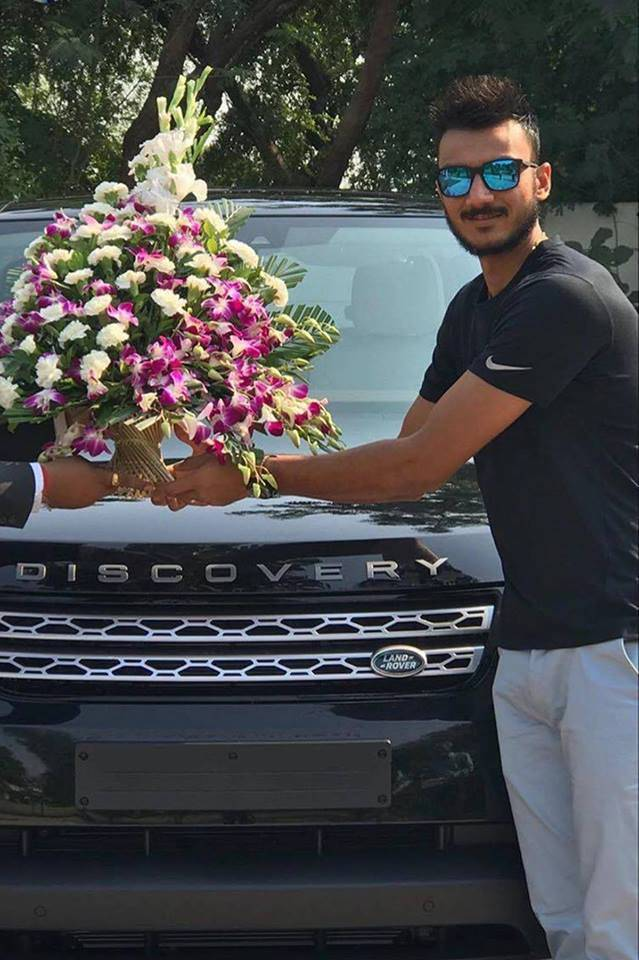 Axar Patel, Axar Patel Landrover, Landrover Discovery, Cricketers owned cards, Axar Patel India, Cricketers' car collection, Axar Patel car collection