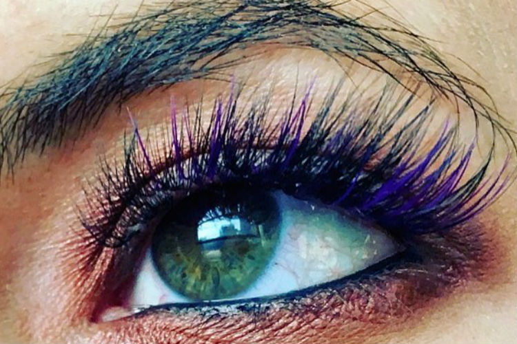 We bet you can't stop looking at these Mermaid eyelashes