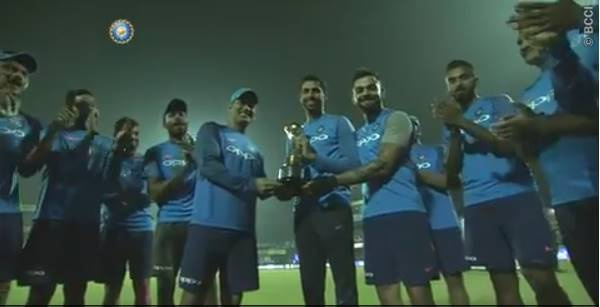 Ashish Nehra given a memento by the team for his remarkable contribution to Indian cricket