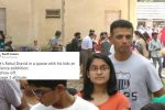 Rahul Dravid spotted standing in queue at a science fair. Twitterati hail him for his humble gesture