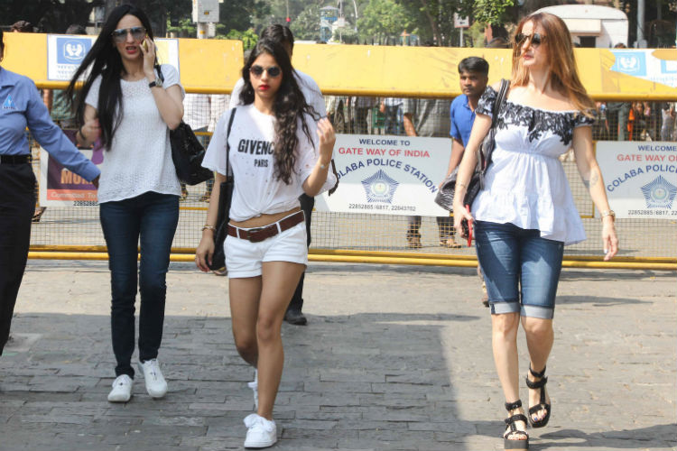 Suhana Khan's t-shirt costs Rs 50,000. Loved it? Here's from where you can buy it for lotlesser