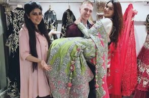 Aashka Goradia, Brent Goble go out for wedding shopping