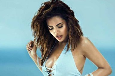 Esha Gupta swimwear bikini photo