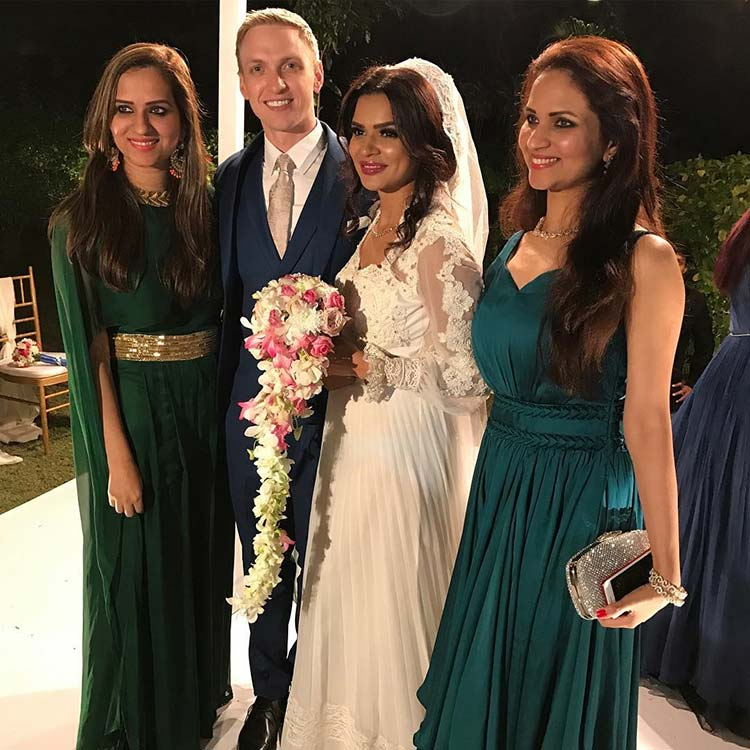 Aashka Brent Goble S Dreamy Wedding Pictures Bandagi: Aashka Goradia And Brent Goble With Their Friends