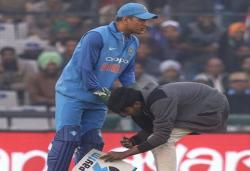 MS Dhoni's fan touches his feet during LIVE MATCH. The PIC is breaking the internet! --WATCH