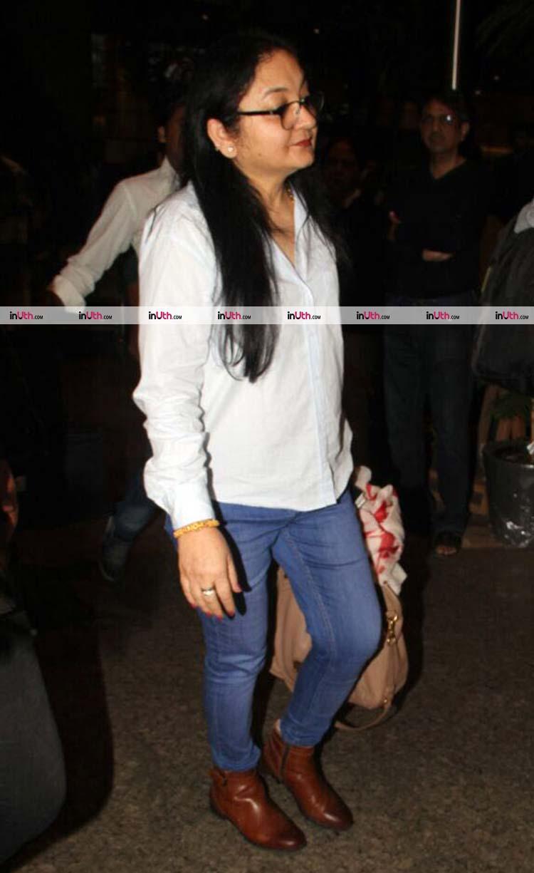Anushka Sharma's mother snapped at the Mumbai airport post her wedding