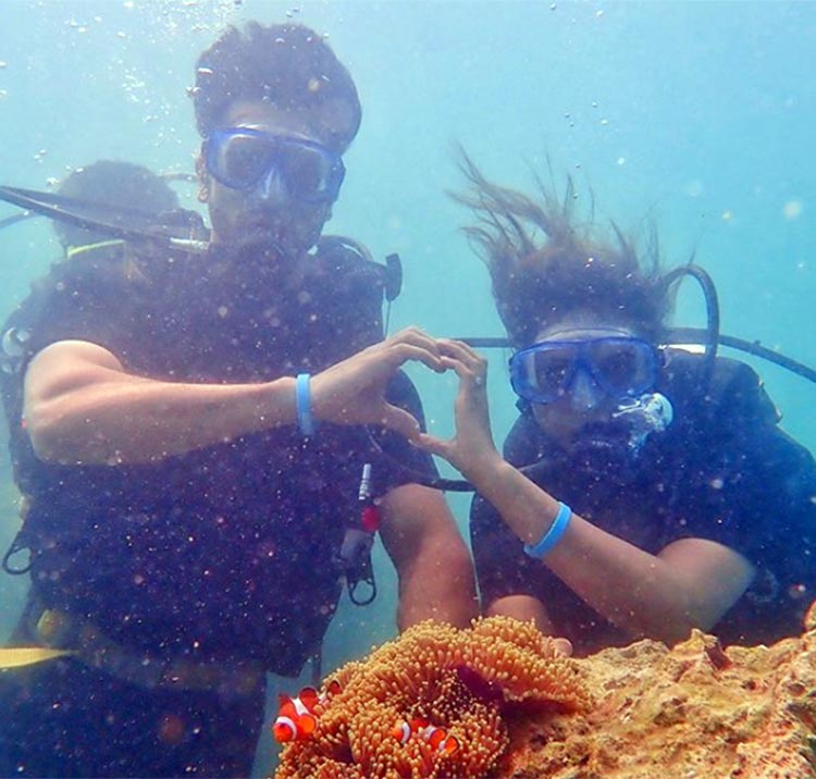 Vivek Dahiya and Divyanka Tripathi's romantic underwater moment