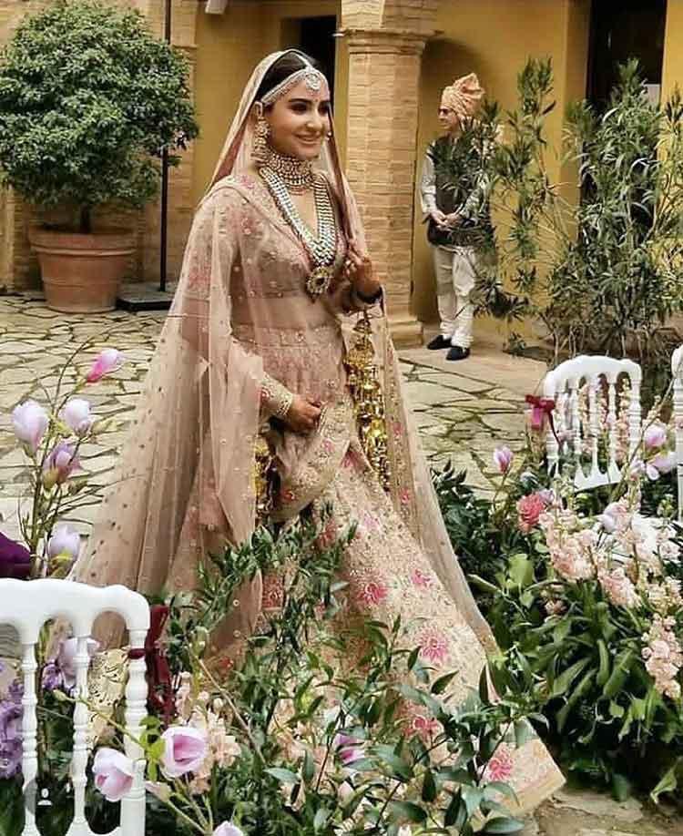Anushka Sharma looks like a fairy in her wedding pics