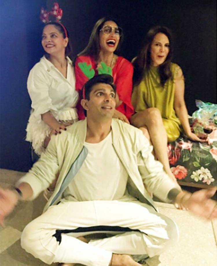 Karan Singh Grover and Bipasha Basu look uber cute in this Christmas pic
