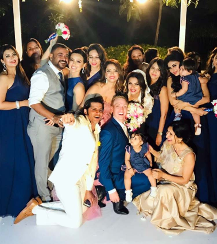 Aashka Brent Goble S Dreamy Wedding Pictures Bandagi: The Happy Guests With Aashka Goradia And Brent Goble