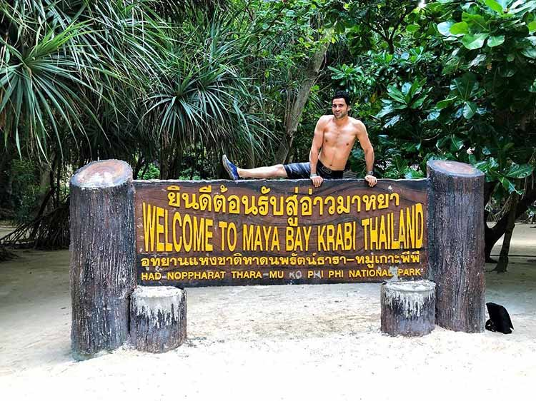 Vivek Dahiya goes shirtless in Thailand