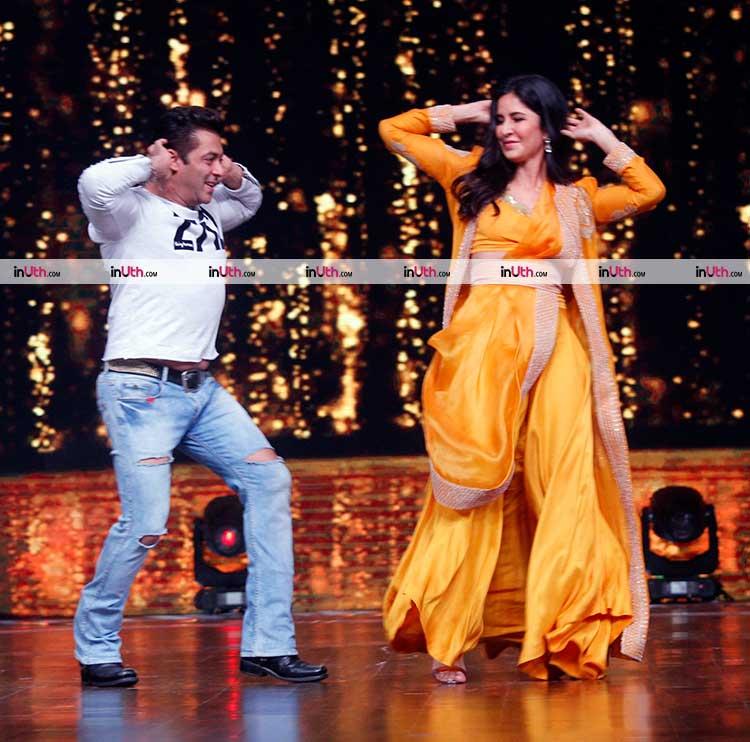 Katrina Kaif teaching Chikni Chameli to Salman Khan during Tiger Zinda Hai promotions