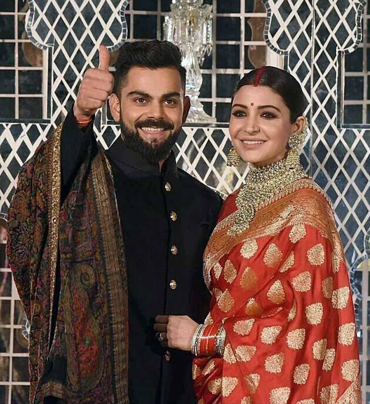 Virat Kohli and Anushka Sharma posing for the shutterbugs
