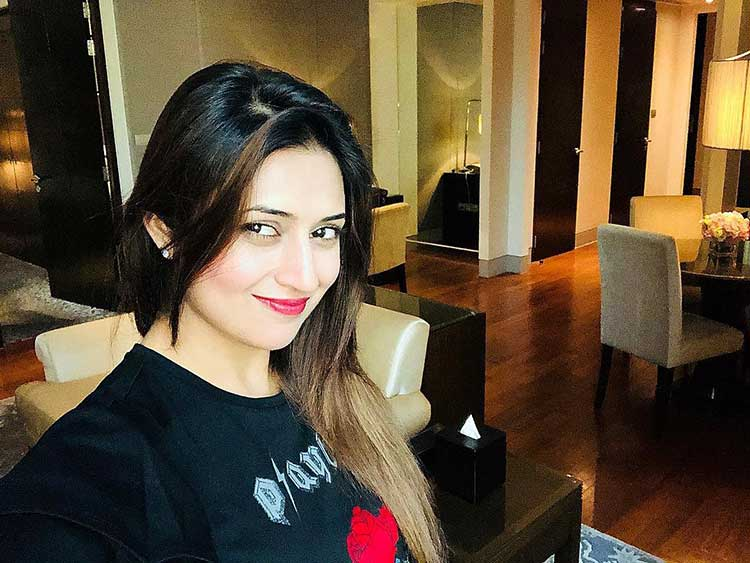 Divyanka Tripathi's pretty selfie from Thailand