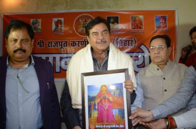 Shatrughan Sinha with members of Rajput Karni Sena, Bihar | Photo for InUth.com