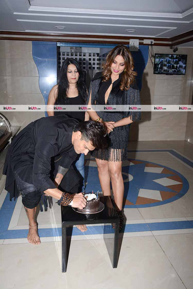 Karan Singh Grover lighting the birthday candles for Bipasha Basu
