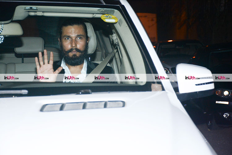 Randeep Hooda arriving at Shah Rukh Khan's house for Putlu's birthday