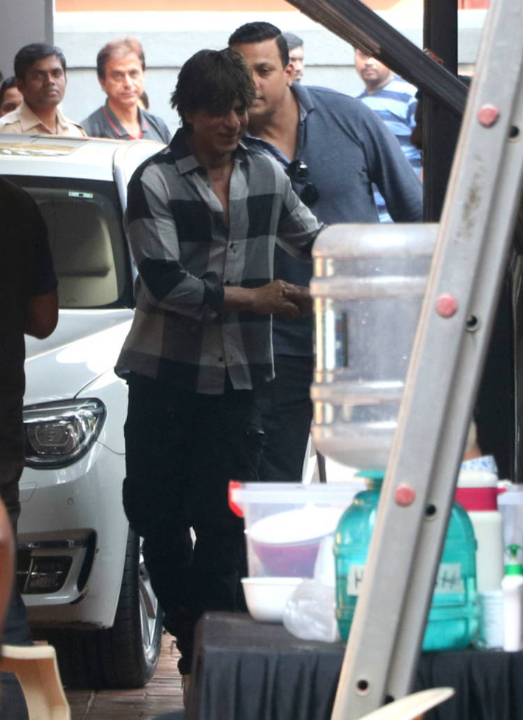 Shah Rukh Khan shooting for Zero in Khar