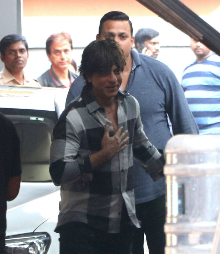 Shah Rukh snapped on the sets of Zero in Khar
