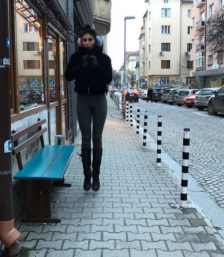 Mouni Roy is feeling the Bulgaria cold