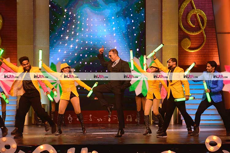 Akshay Kumar performing on the stage of Sa Re Ga Ma Pa Marathi