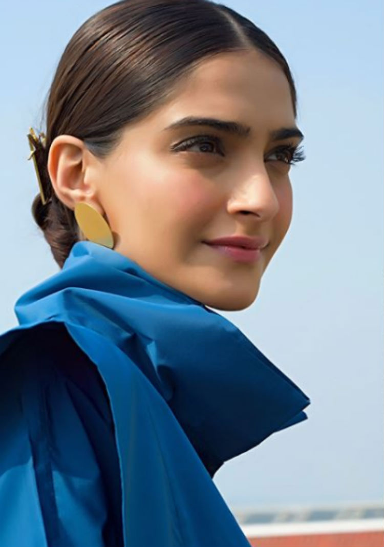 Sonam Kapoor looks beautiful in this pic from PadMan promotions