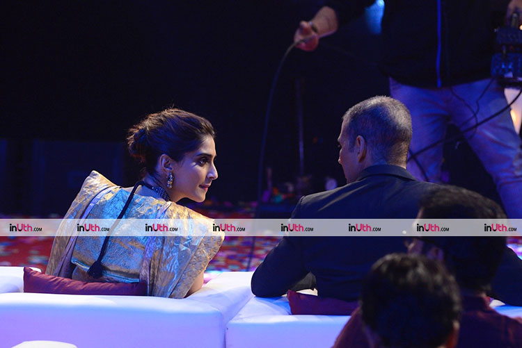 Akshay Kumar in conversation with Sonam Kapoor while promoting PadMan