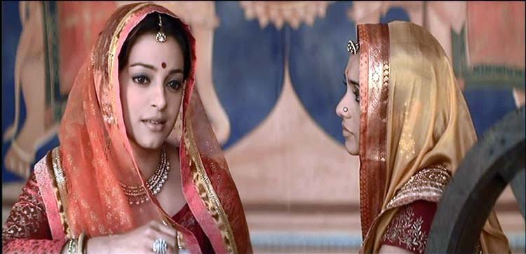 Juhi Chawla as Gajrabai in Paheli