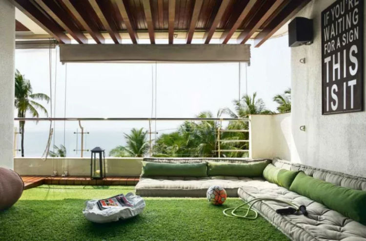 Hrithik Roshan's apartment faces the endless sea