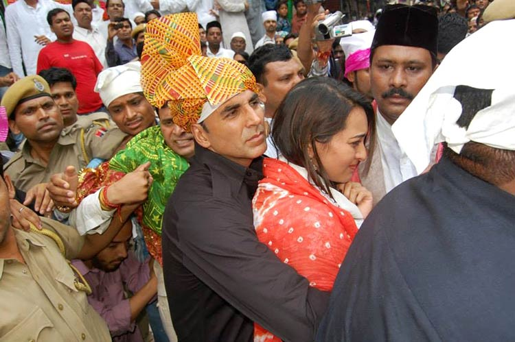 Sonakshi Sinha attacked by the mob at Ajmer Sharif Dargah