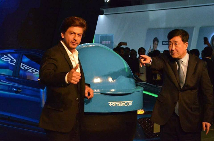 Shah Rukh Khan unveiling the Swacch Can at Auto Expo 2018