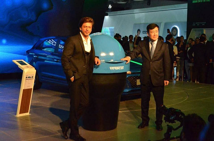 Shah Rukh Khan snapped at Auto Expo 2018