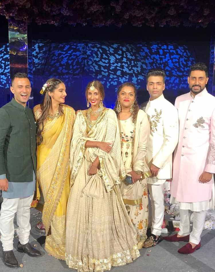 Sonam Kapoor with her gang at cousin Mohit Marwah's wedding