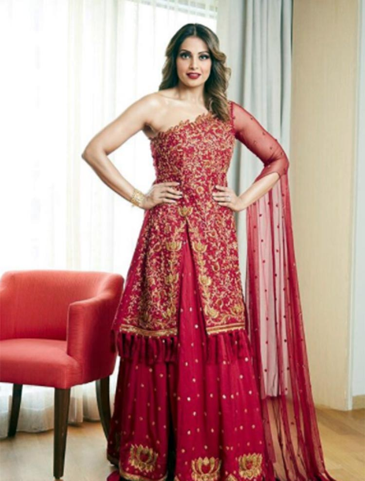 Bipasha Basu looks like a queen in this Reshma Kunhi attire