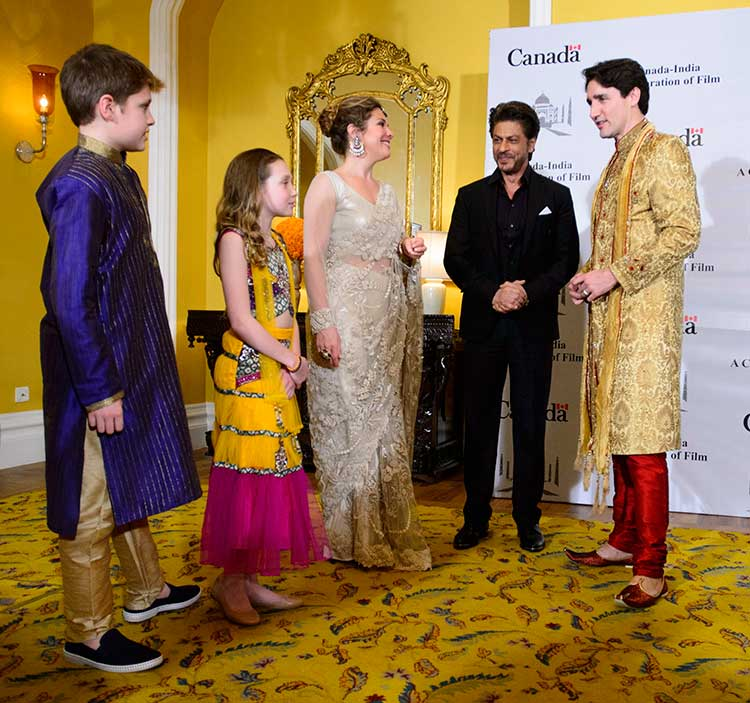 The Trudeau family interacting with Shah Rukh Khan during the event